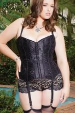 Corset Coquette (grande taille) : Corset traditionnel en satin noir scintillant recouvert d'une fine dentelle florale, pour femme ronde sexy et très féminine.