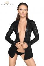 Veste tailleur wetlook à rayures F209 : Veste esprit tailleur en wetlook rayé, fermée par un zip court à la taille.